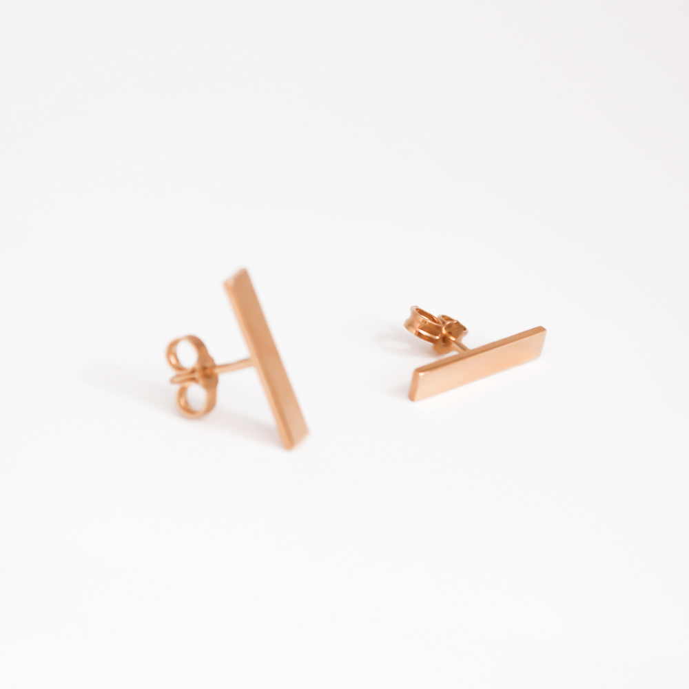 Simple earrings with rose gold finish